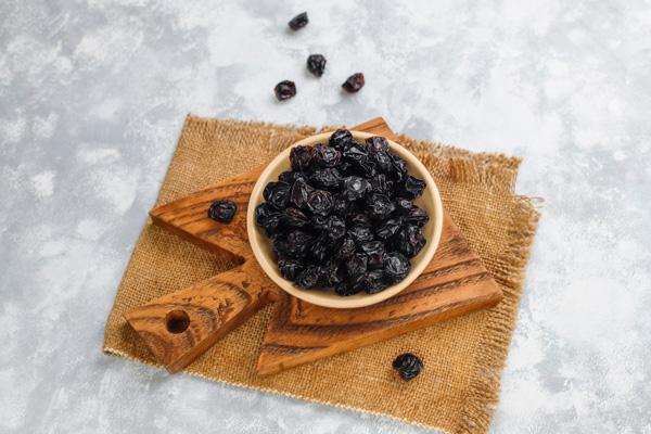 بهترین مواد غذایی برای درمان خانگی یبوست
