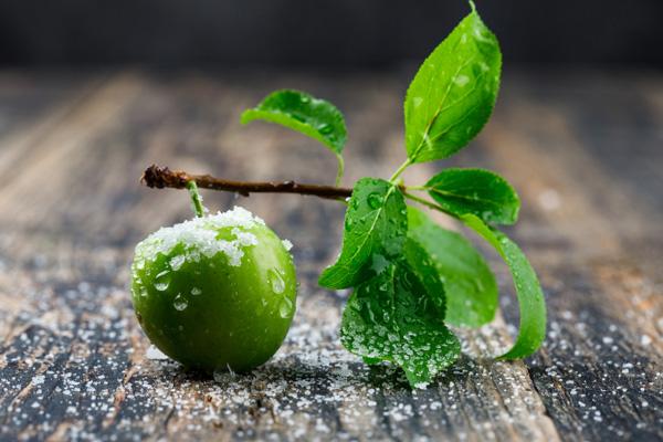 ویتامینها و مواد معدنی موجود گوجه سبز