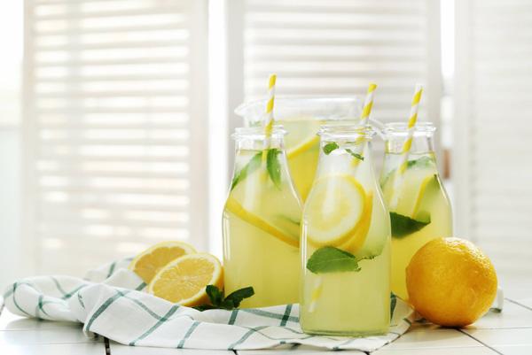 مصرف آب لیمو ترش به صورت ناشتا