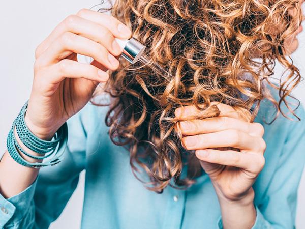 فواید روغن نارگیل برای موهای خشک و وز