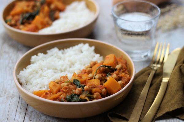 خوراک سبزیجات اسپایسی یک غذای برنجی بدون گوشت و مرغ