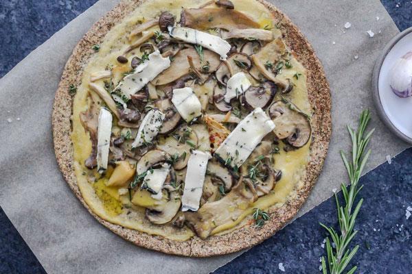 پیتزا بدون گوشت با قارچ و پیاز کاراملی