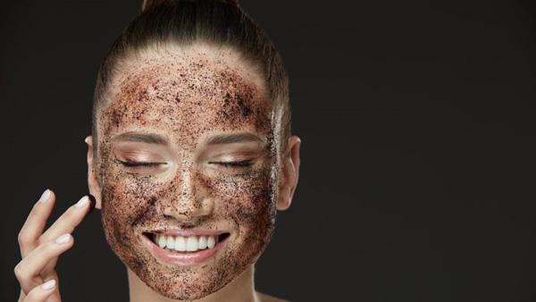مضرات کافئین برای پوست