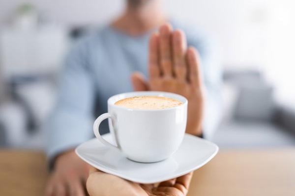 چه کسانی نباید قهوه یا چای بخورند