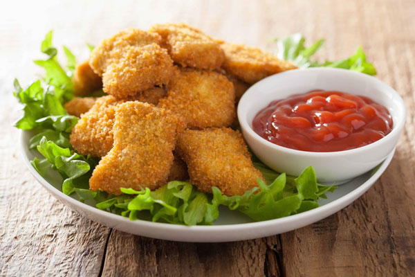 ناگت مرغ خانگی یک غذای سالم و رژیمی با سینه مرغ