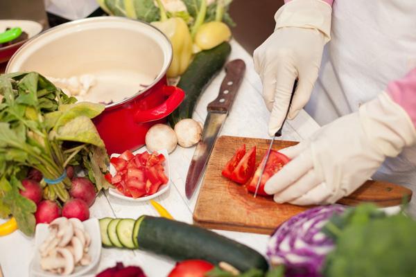 چگونه میتوان از بروز مسمومیت غذایی جلوگیری کرد