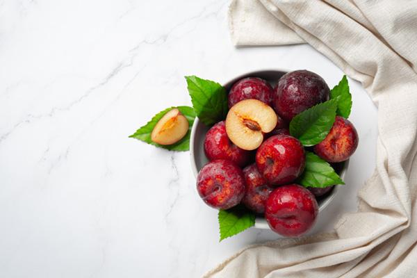 آلو میوهای مفید برای روزهای گرم